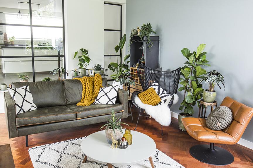 ik zou adviseren om te beginnen met de vloer en grote meubels die jezelf erg belangrijk vindt of die je wil behouden van je vorige interieur